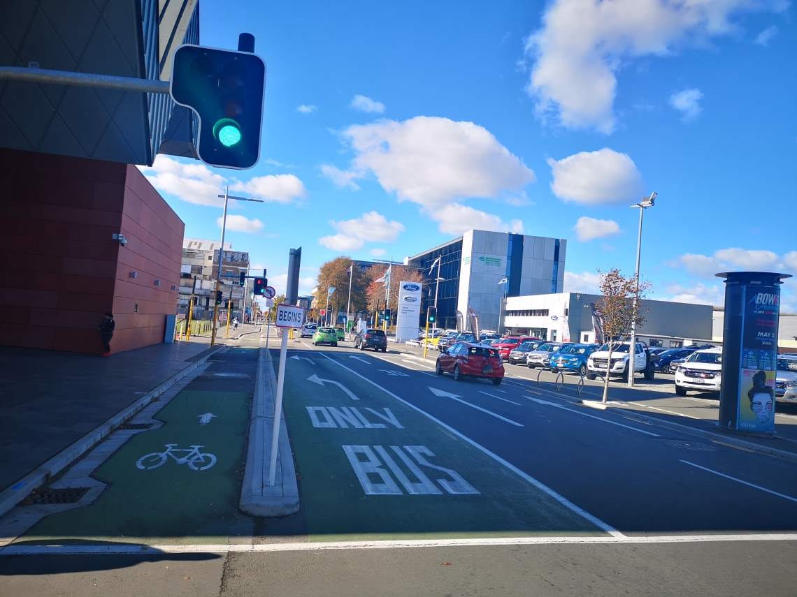Busspur und protected Bike-Lane Christchurch