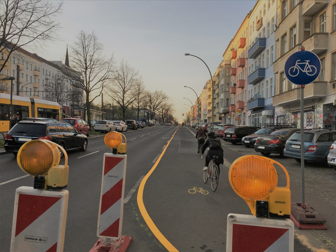 Pop up bike lane Petersburger Strasse Berlin